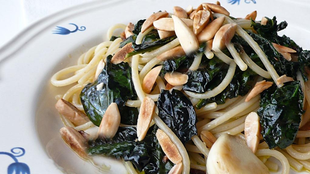 foto by Paolo Cavacece - Spaghetti Integrali Cavolo Nero e Mandorle