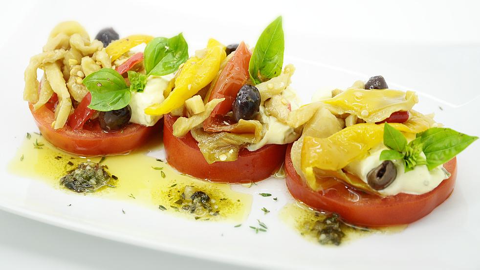Pomodori con Salsa Aioli e Verdure sott'Olio